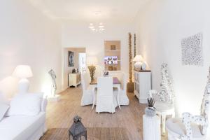 Via Frattina Spanish Steps Luxury Flat - abcRoma.com