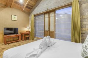 Deluxe Twin Room Boutique stay with spa in Karjan, Manali, by GuestHouser 60809