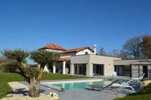 Villa au coeur du Gers avec vue sur les Pyrénées - Hotel - Caumont