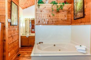 A Vintage Suite Cabin - Red Bank