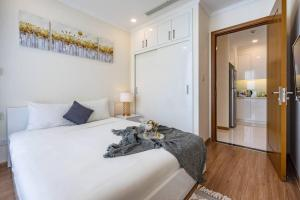 LAZE APARTMENT *** Modern Apartment at Vinhomes Central Park