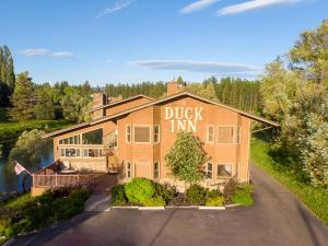 Duck Inn Lodge - Accommodation - Whitefish Mountain Resort