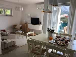 Near the beach,free parking&wifi, 21300 Makarska
