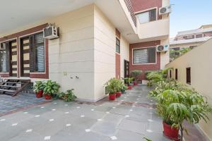 Room in a BnB in Gurgaon, by GuestHouser 8267, Holiday homes  Gurgaon - big - 5