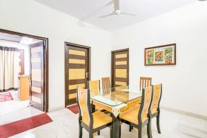 Room in a BnB in Gurgaon, by GuestHouser 8267, Holiday homes  Gurgaon - big - 7