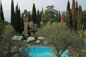 Villa Vibe Luce, beautiful period villa with private pool and lake view, Ville  Gardone Riviera - big - 6