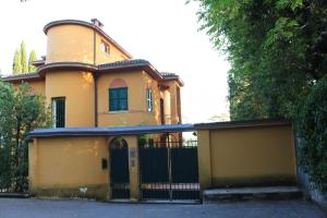 Villa Vibe Luce, beautiful period villa with private pool and lake view, Ville  Gardone Riviera - big - 9