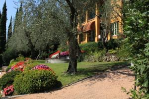 Villa Vibe Luce, beautiful period villa with private pool and lake view, Ville  Gardone Riviera - big - 16