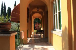 Villa Vibe Luce, beautiful period villa with private pool and lake view, Ville  Gardone Riviera - big - 23