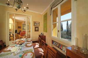 Villa Vibe Luce, beautiful period villa with private pool and lake view, Ville  Gardone Riviera - big - 25