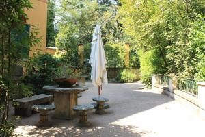 Villa Vibe Luce, beautiful period villa with private pool and lake view, Ville  Gardone Riviera - big - 28