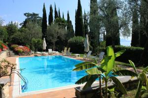 Villa Vibe Luce, beautiful period villa with private pool and lake view, Ville  Gardone Riviera - big - 29