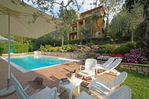Villa Vibe Luce, beautiful period villa with private pool and lake view, Ville  Gardone Riviera - big - 31