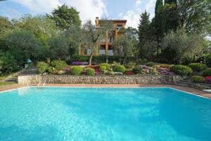 Villa Vibe Luce, beautiful period villa with private pool and lake view, Ville  Gardone Riviera - big - 1