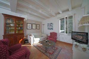 Villa Melograno, fantastic private family villa with pool and garden, Villák  Gardone Riviera - big - 6