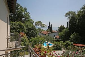 Villa Melograno, fantastic private family villa with pool and garden, Villák  Gardone Riviera - big - 8