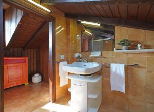 Villa Melograno, fantastic private family villa with pool and garden, Villák  Gardone Riviera - big - 12