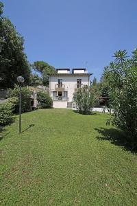 Villa Melograno, fantastic private family villa with pool and garden, Villák  Gardone Riviera - big - 14