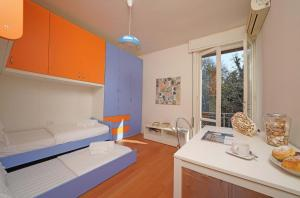 Villa Melograno, fantastic private family villa with pool and garden, Villák  Gardone Riviera - big - 21