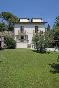 Villa Melograno, fantastic private family villa with pool and garden, Villák  Gardone Riviera - big - 24