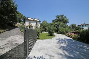 Villa Melograno, fantastic private family villa with pool and garden, Villák  Gardone Riviera - big - 26