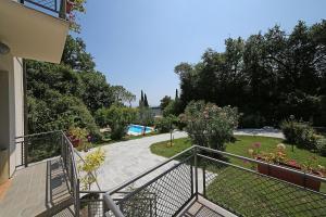 Villa Melograno, fantastic private family villa with pool and garden, Villák  Gardone Riviera - big - 31