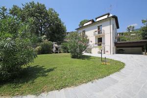 Villa Melograno, fantastic private family villa with pool and garden, Villák  Gardone Riviera - big - 32