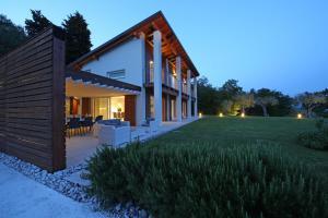 Villa Albachiara, Private Luxury villa with private pool and lake view, Villák  Gardone Riviera - big - 23