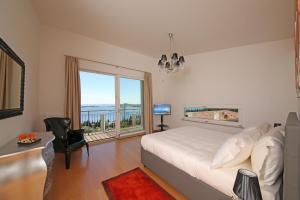 Villa Albachiara, Private Luxury villa with private pool and lake view, Villák  Gardone Riviera - big - 21
