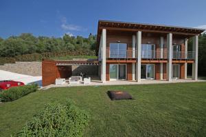 Villa Albachiara, Private Luxury villa with private pool and lake view, Villák  Gardone Riviera - big - 20
