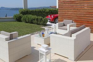 Villa Albachiara, Private Luxury villa with private pool and lake view, Villák  Gardone Riviera - big - 19