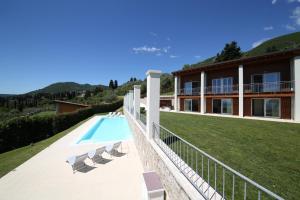 Villa Albachiara, Private Luxury villa with private pool and lake view, Villák  Gardone Riviera - big - 16