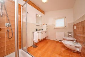 Villa Albachiara, Private Luxury villa with private pool and lake view, Villák  Gardone Riviera - big - 15