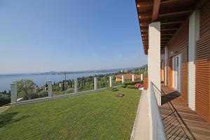 Villa Albachiara, Private Luxury villa with private pool and lake view, Villák  Gardone Riviera - big - 14