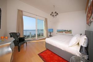 Villa Albachiara, Private Luxury villa with private pool and lake view, Villák  Gardone Riviera - big - 13