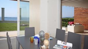 Villa Albachiara, Private Luxury villa with private pool and lake view, Villák  Gardone Riviera - big - 8