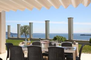 Villa Albachiara, Private Luxury villa with private pool and lake view, Villák  Gardone Riviera - big - 7