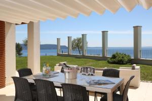 Villa Albachiara, Private Luxury villa with private pool and lake view, Villák  Gardone Riviera - big - 3