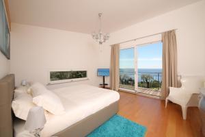 Villa Albachiara, Private Luxury villa with private pool and lake view, Villák  Gardone Riviera - big - 2