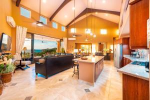 Casa Verde del Pacifico, Coco