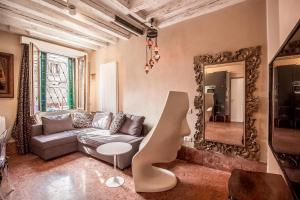 Art Apartment with Canal View in Cannaregio - AbcAlberghi.com