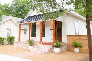 obrázek - The Clay House Near Magnolia Home