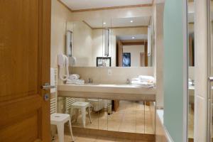 Résidence La Loggia, Apartmány  Cannes - big - 98