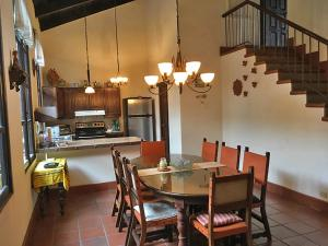 Casa Los Volcanes - San Juan Obispo