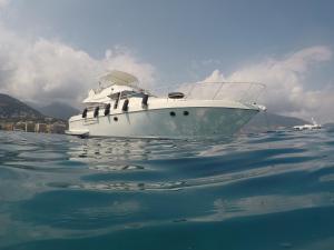 Location gîte, chambres d'hotes Yacht Summertime 3 Bedrooms dans le département Alpes maritimes 6