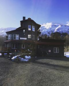 Ski Inn - Accommodation - Alyeska