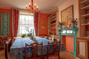 Artsy 5-Bed House with Garden - Lyme Regis