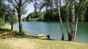 Maison Lac de Pareloup -LES PIEDS DANS L EAU-