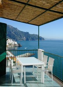 Amalfi Blue FLowers B - AbcAlberghi.com