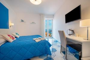 A Hotel Com Caruso Sea View Pensione Sorrento Italy